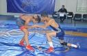 Eleşkirt'te Dostluk Turnuvasında aileler madalya...
