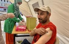 Kırmızı kategoride olan Ağrı'da mobil aşı stantları ilgi görüyor