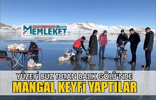 Yüzeyi buz tutan Balık Gölü'nde mangal keyfi...