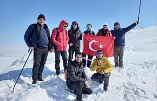 Ağrılı dağcılar Bubi Dağına kış tırmanışı...