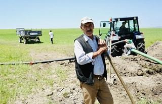Ağrılı çiftçiler kuraklık nedeniyle kendi imkanlarıyla...