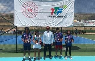 Ağrılı genç tenisçilerden büyük başarı