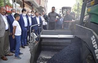 AK Parti Ağrı İl Yönetimi ve Başkan Sayan asfalt...
