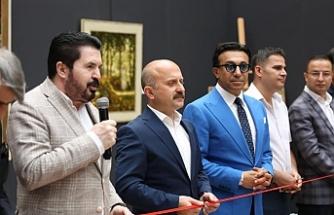 İtalyan ressamların eserleri, tarihi İshak Paşa Sarayı'nda