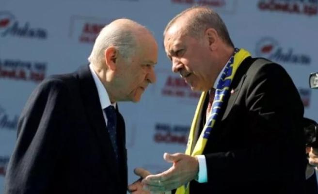 Erdoğan ve Bahçeli, seçimlerin hangi tarihte gerçekleşeceği konusunda el sıkıştılar