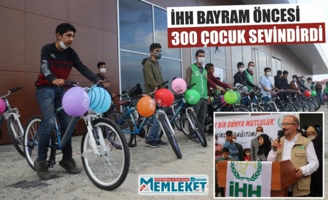 İHH BAYRAM ÖNCESİ  300 ÇOCUK SEVİNDİRDİ