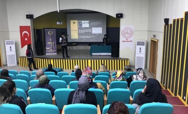 """Ağrı'da polis ekipleri """"En İyi Narkotik Polisi: Anne"""" projesi kapsamında bin 200 anneyi bilgilendirdi"""