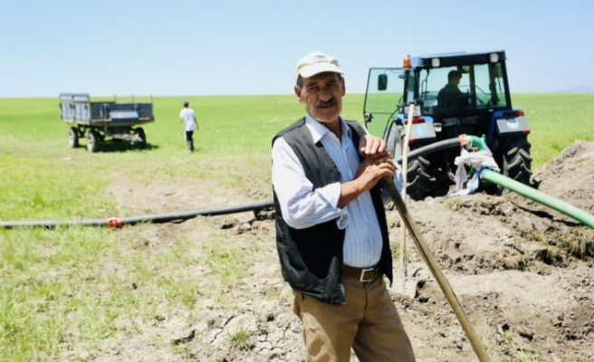 Ağrılı çiftçiler kuraklık nedeniyle kendi imkanlarıyla sulama yapmaya başladı