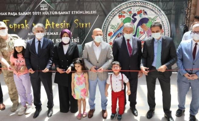 İshak Paşa Sarayı'nda Cam ve Seramik sergisi düzenlendi