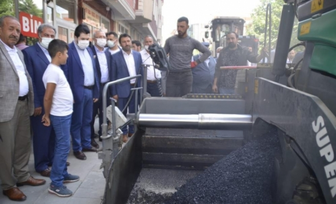 AK Parti Ağrı İl Yönetimi ve Başkan Sayan asfalt çalışmalarını yerinde inceledi