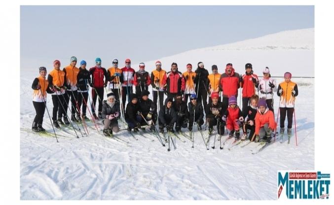 Ağrılı kayakçılar Erzurum'dan 10 madalya ile döndü