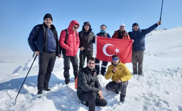 Ağrılı dağcılar Bubi Dağına kış tırmanışı yaptı