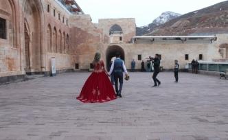 Fotoğrafçıların doğal stüdyosu: İshak Paşa Sarayı