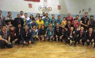 """Ağrı'da """"Öğretmenler Arası Voleybol Turnuvası"""" düzenlendi"""