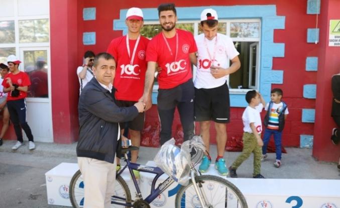 Ağrı'da Gençlik Koşusu Ve Tekerlekli Kayaklı Koşu Yarışması Yapıldı