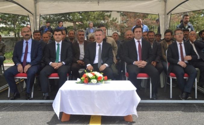 """""""Eleşkirt'ten çıktım yüküm eriktir"""""""