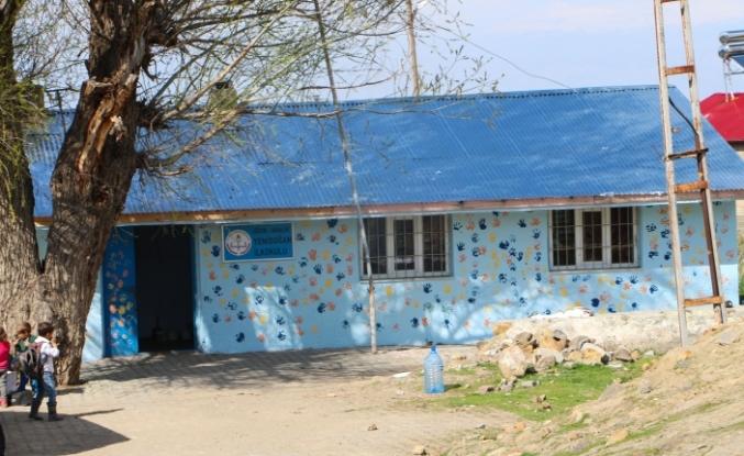 """""""Gönül Bağı"""" gönüllüleri köy okullarının yardımına koşuyor"""