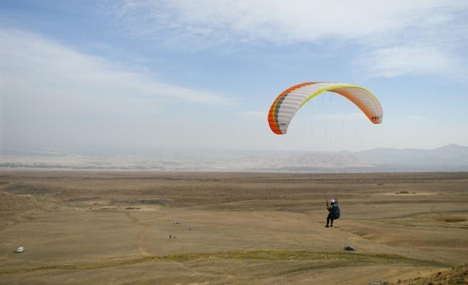 """""""Türkiye'nin Çatısı""""nda yamaç paraşütü eğitimi"""
