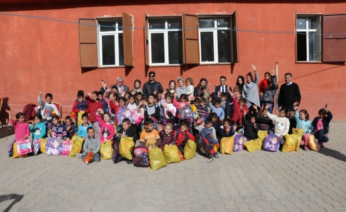 Ağrılı Çocuklara İstanbul'dan uzanan yardım eli