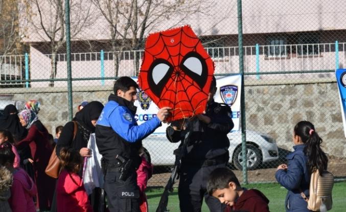 ÇOGEP projesiyle Eleşkirtli çocuklar polisleri çok sevdi