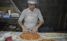 Öğretmen kızına destek olmak için geldiği Ağrı'da iş yeri açtı