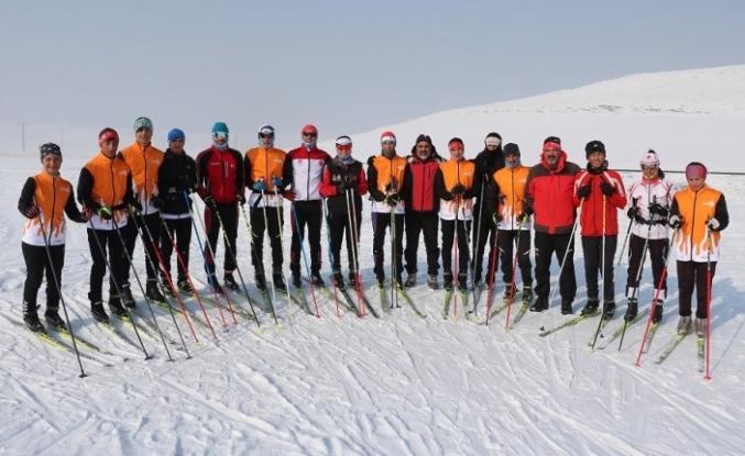 Ağrılı kayakçıların hedefi büyük