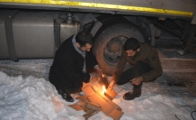 Soğuk hava sürücülere gece nöbeti tutturdu