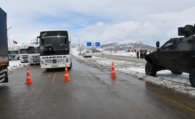 Tendürek Geçidi kar ve tipi nedeniyle ulaşıma kapatıldı