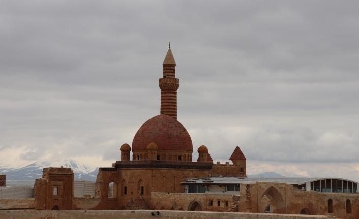 İshak Paşa Sarayı korona virüs tedbirleri kapsamında ziyaretçilere kapatıldı