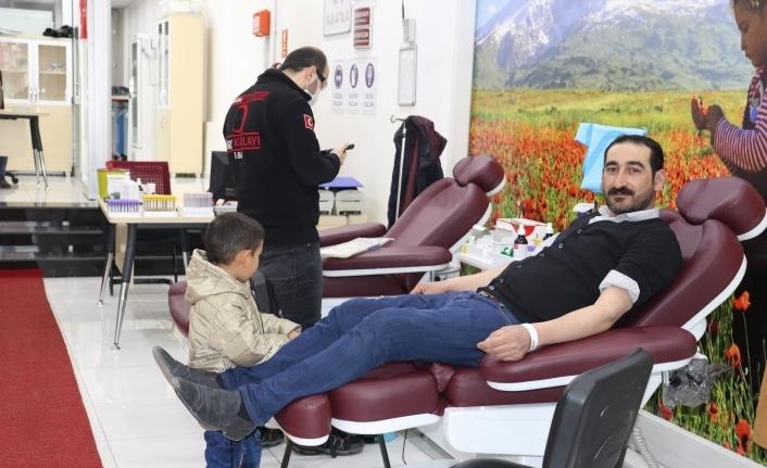 Koronavirüs Kızılay'ın kan stoklarını kötü etkiliyor