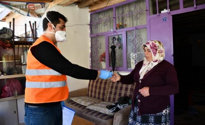 """Ağrı'da Vefa ekibinden ihtiyaç sahipleri için """"market kartı"""" hizmeti"""
