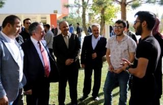 Rektör Karabulut öğrencilerle bir araya geldi