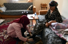 Yaşlı ve bakıma muhtaç vatandaşlara 'Evde Bakım' hizmeti