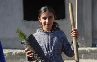 """""""Geleceğe Nefes Ol"""" Kampanyası ile Eleşkirt'te 350 fidan toprakla buluştu"""