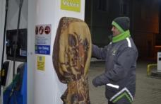 Akaryakıt istasyonunda pompalara battaniyeli koruma