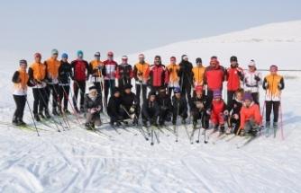 Ağrılı Kayakçılar Bitlis'ten 8 madalya ile döndü