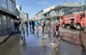 Eleşkirt Belediyesi cadde ve sokakları yıkadı
