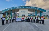 Ağrı Çimento Fabrikası çalışanları koronavirüse karşı sıkı önlemler alarak özveri ile çalışan sağlık görevlilerine destek olmak için etkinlikler düzenledi.